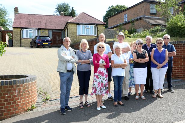objecting to neighbours planning application